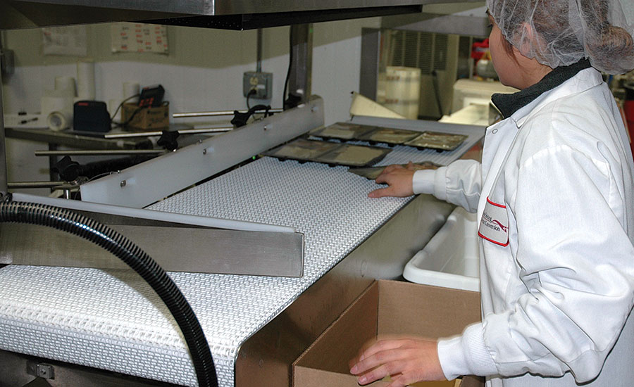 Trays arrive to the pack station properly oriented, making it easier and quicker for employees to handle and pack